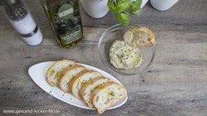 Hummus mit Brot und Olivenöl