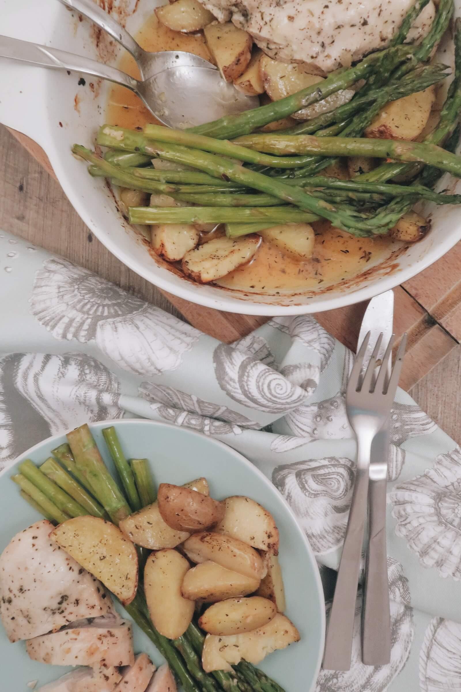 Zitronenhuhn mit Kartoffeln und grünem Spargel -